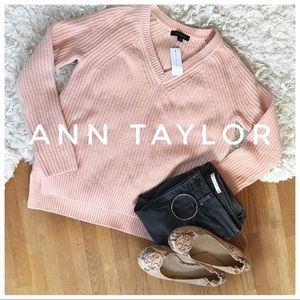 {Ann Taylor} NWT cashmere and wool blend sweater